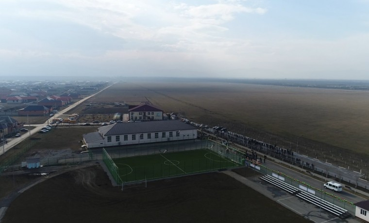 Фонд Кадырова построил футбольное поле в селе Гойты