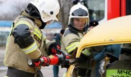 Спасатели ЧР участвуют в региональных соревнованиях по ликвидации последствий ДТП