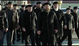 Рамзан Кадыров вместе с соратниками совершил утренний намаз в Ахмат-Юрте