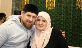 Рамзан Кадыров поздравил жительниц региона с Днем матери