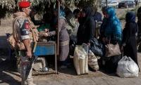 Российские военные в Сирии помогают вывозить жителей из Восточной Гуты