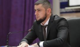 Ахмед Дудаев призвал родителей контролировать какую информацию получают их дети в Сети