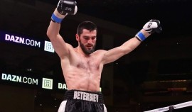 Артур Бетербиев заявил о готовности выйти на ринг с Канело