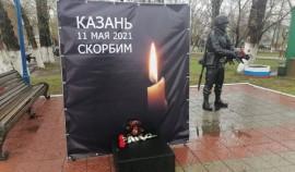 В городах России организованы стихийные мемориалы в память жертв трагедии в Казани