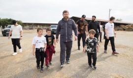 Рамзан Кадыров с семьей и соратниками посетил фермерское хозяйство в селе Бачи-Юрт