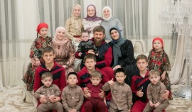 Айшат Кадырова пригласила семью на ифтар