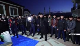 Семья Рамзана Кадырова выплатила милостыню - закят аль-фитр.