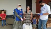 Волонтеры передали семьям медиков и педагогов ЧР продуктовые наборы