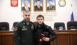 Руководителю секретариата Главы ЧР и отличившимся бойцам СОБР «Терек» вручили награды за борьбу с терроризмом