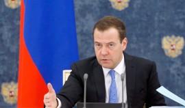 Медведев заявил, что в интересах государства прививки могут стать общеобязательными