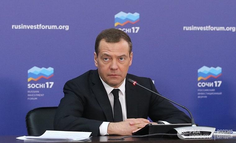 Дмитрий Медведев подписал национальную стратегию в интересах женщин