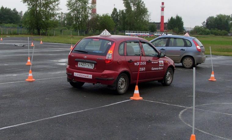 МВД разрешило нескольким кандидатам в водители находиться в машине на практическом экзамене