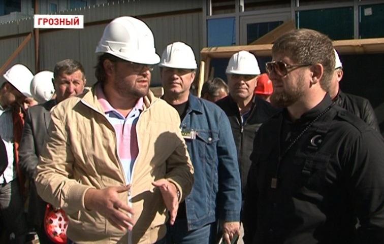 Реконструкция высотного здания «Феникс» завершится к концу сентября