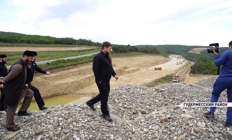 Рамзан Кадыров проинспектировал строительство третьей очереди обхода Гудермеса на Р-217 «Кавказ»