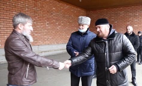 Шесть малоимущих и остронуждающихся семей получили дома от РОФ им. А.-Х. Кадырова