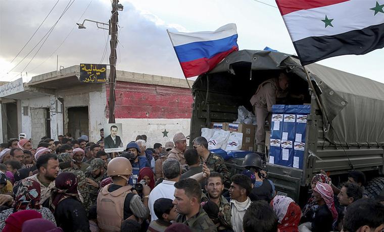 Российские военные доставили более трех тысяч порций еды в Алеппо
