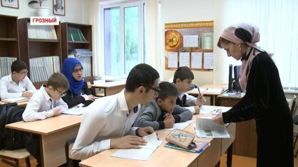 Маликат Хажиханова: Каждого ребенка пропускаю через свое сердце