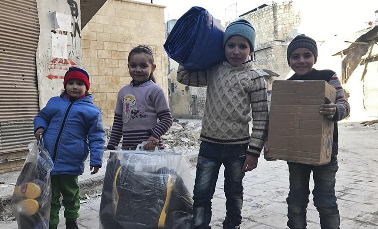 Минобороны РФ: За сутки гуманитарную помощь в САР получили 4,3 тыс. мирных жителей