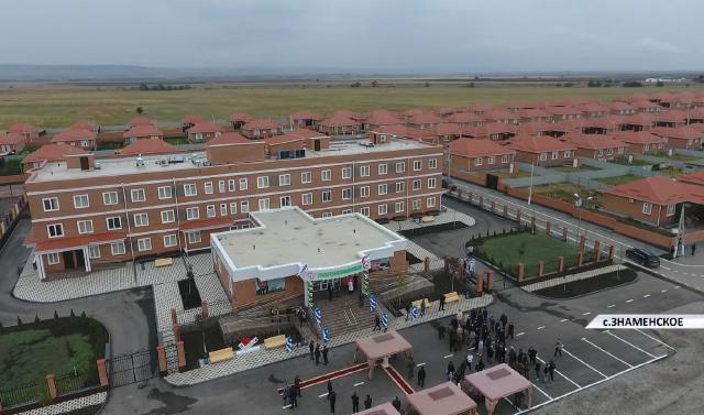 В селе Знаменское ЧР состоялось открытие поликлиники, детского сада и вручение квартир для 556 человек