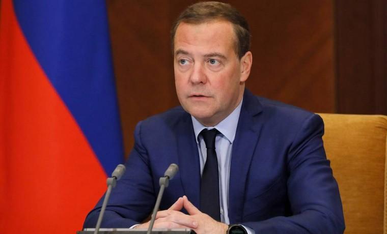 Дмитрий Медведев: сокращение рабочей недели можно начать как эксперимент в отдельных регионах