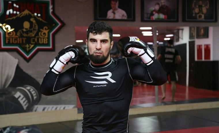 Мехди Дакаев победил Узайра Абдуракова в главном бою турнира EFC 35 в Москве