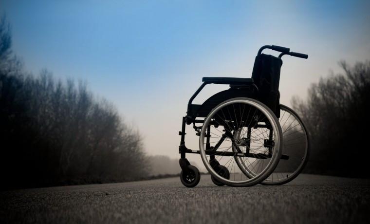 РОФ им. А-Х. Кадырова подарил инвалидную коляску жителю Аргуна