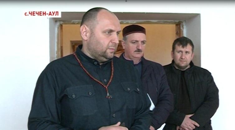 Саламбек Исмаилов провел осмотр школьных спортзалов села Чечен-Аул