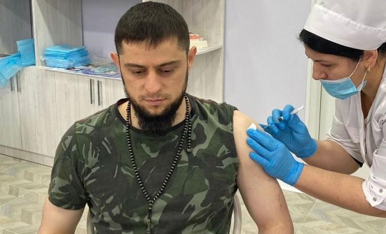 Ахмед Дудаев сделал вакцинацию против COVID-19