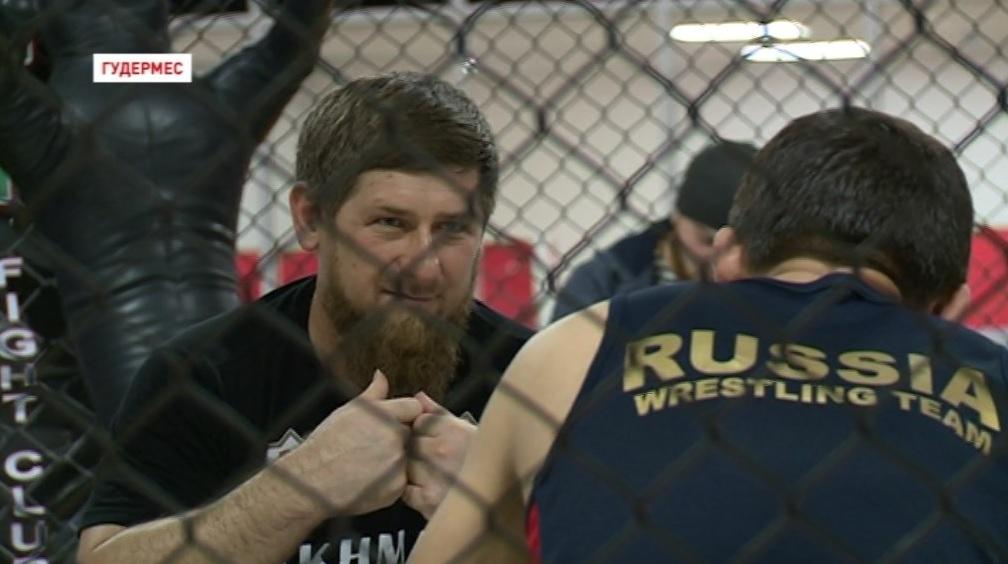 Рамзан Кадыров посетил тренировку участников предстоящей «Грозной битвы 31»