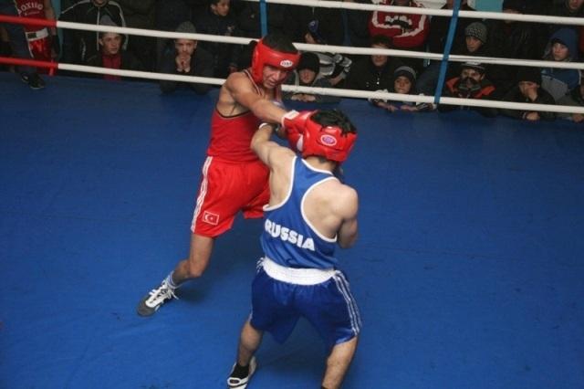 В Грозном прошло первенство по боксу среди юниоров