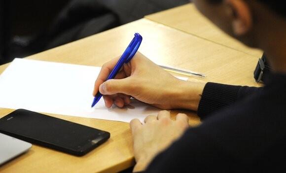 Минпросвещения РФ не планирует еще раз переносить итоговое сочинение для учащихся одиннадцатых классов