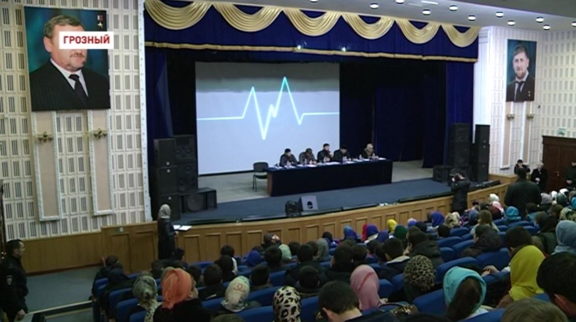 В Грозном на встрече с молодежью обсудили борьбу с экстремизмом