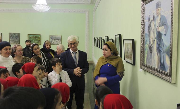В Грозном открылась выставка «Посвящение»