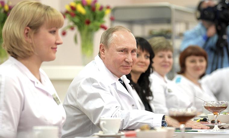 Владимир Путин заявил об успехе российских программ поддержки демографии
