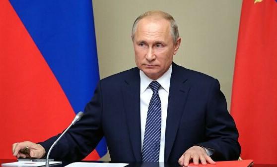 Президент РФ подписал закон о внесудебном удалении клеветы из интернета