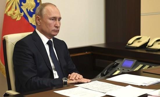 Президент РФ поручил подготовить поручения по борьбе с лесными пожарами