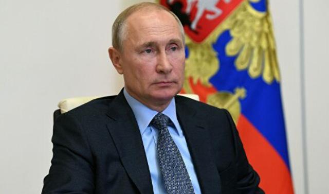 Владимир Путин поручил продлить до конца лета выплаты медикам за борьбу с COVID-19