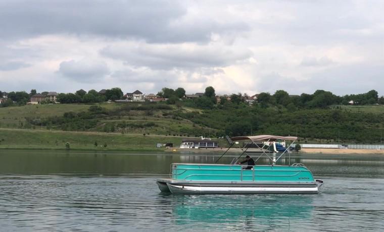 На озере Кезеной-Ам появились водные трамвайчики