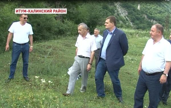 Инспекционная поездка Абубакара Тумхаджиева в Итум-Калинский район