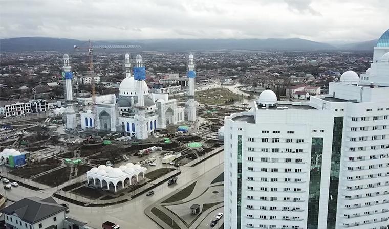 В чеченском городе Шали продолжается строительство мечети имени Рамзана Кадырова