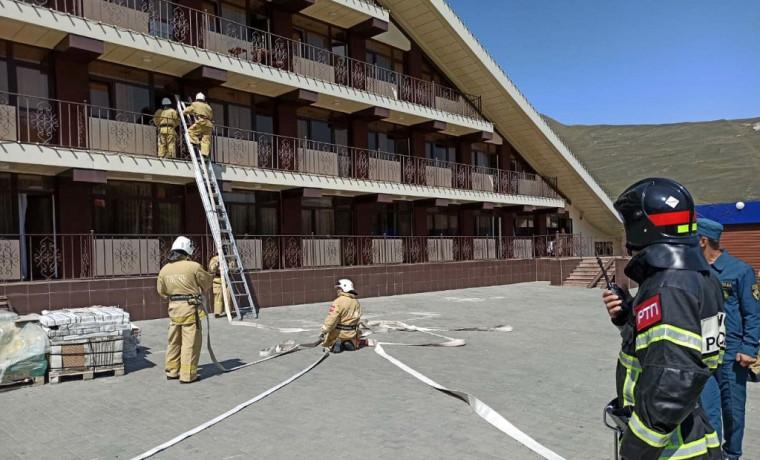 Пожарные и спасатели провели учение в гостинице «Кезеной-Ам»