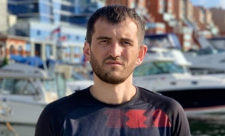 Заур Закраилов из Грозного принимает участие в экологическом заплыве на дистанцию 120 км
