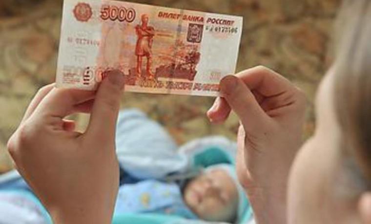 Госдума приняла законопроект о продлении начисления ежемесячных выплат на детей до трех лет