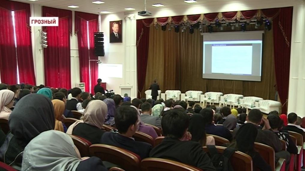 В ЧГУ состоялось открытие международной конференции по Математической физике «Кезеной-Ам 2016»