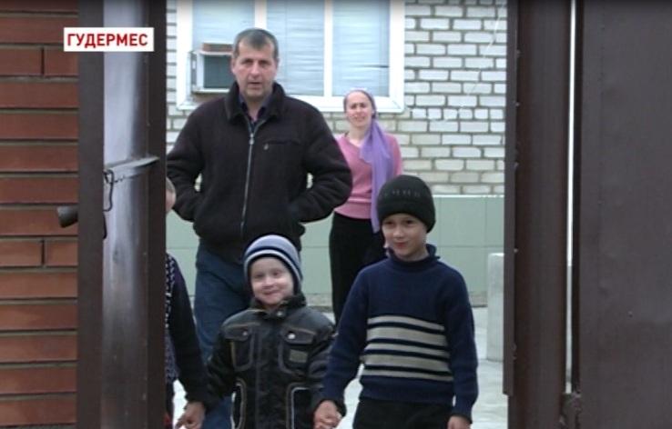 Региональный общественный фонд им. А-Х. Кадырова протянул руку помощи больному мальчику
