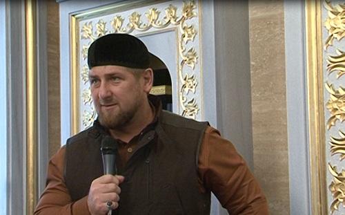 Глава республики совершил пятничную молитву в мечети имени Абдулхамида Кадырова