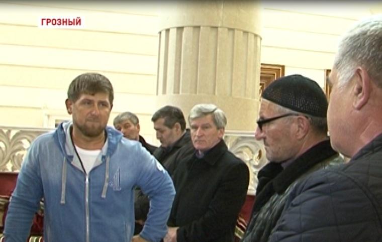 Рамзан Кадыров собрал строителей, которые якобы недополучили деньги за работу