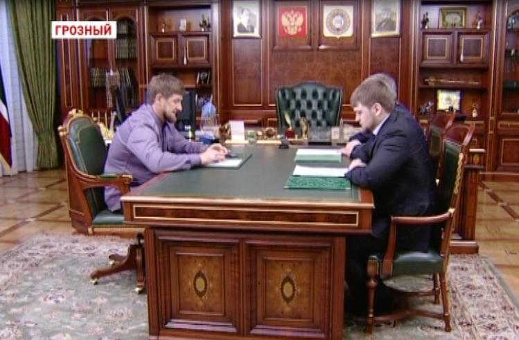 Р. Кадыров встретился с секретарем Совбеза И. Черхиговым и начальником УФМС по ЧР А. Дударкаевым